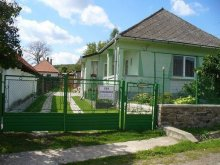 Cabană Ungaria, Casa de oaspeți Éva