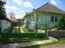 Cabană Vásárosnamény, Casa de oaspeți Éva