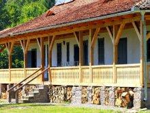 Cabană Berești-Tazlău, Casa de vânătoare Dobrica