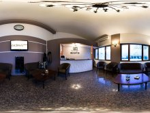 Cazare Stâlpu, Hotel La Strada