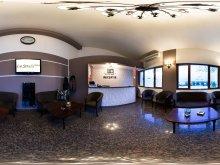 Szállás Gherghițești, La Strada Hotel