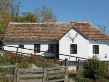 Kulcsosház Szeretfalva (Sărățel), Faluvégi Kulcsosház