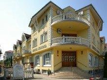 Hotel Tiszakeszi, Hotel Korona