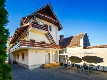 Accommodation Sederhat, Cristian Villa