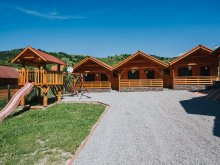 Chalet Ghirișu Român, Riverside Wooden houses