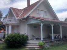 Casă de oaspeți Pusztaszer, Casa de oaspeți Kövirózsa