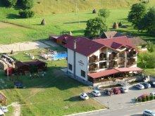 Casă de oaspeți Dealu Bajului, Pensiunea Carpathia