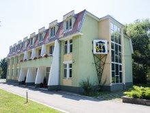 Panzió Bibarcfalva (Biborțeni), Felnőttoktatási Központ
