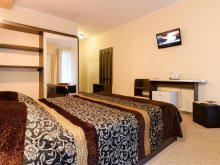 Hotel Lăpușnicel, Hotel Holiday Maria