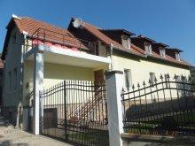 Vendégház Boroskrakkó (Cricău), Négy Évszak