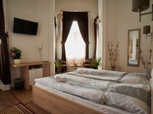 Accommodation Bozsok, Royal Coffeeshop Bistro&Apartman