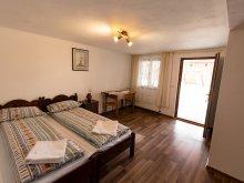 Accommodation Mărtinie, Flori B&B
