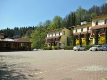 Hotel Péterfalva (Petrești), Hotel Gambrinus