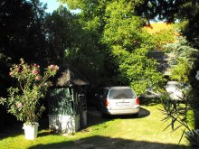 Pachet Malomsok, Apartament Ciprus