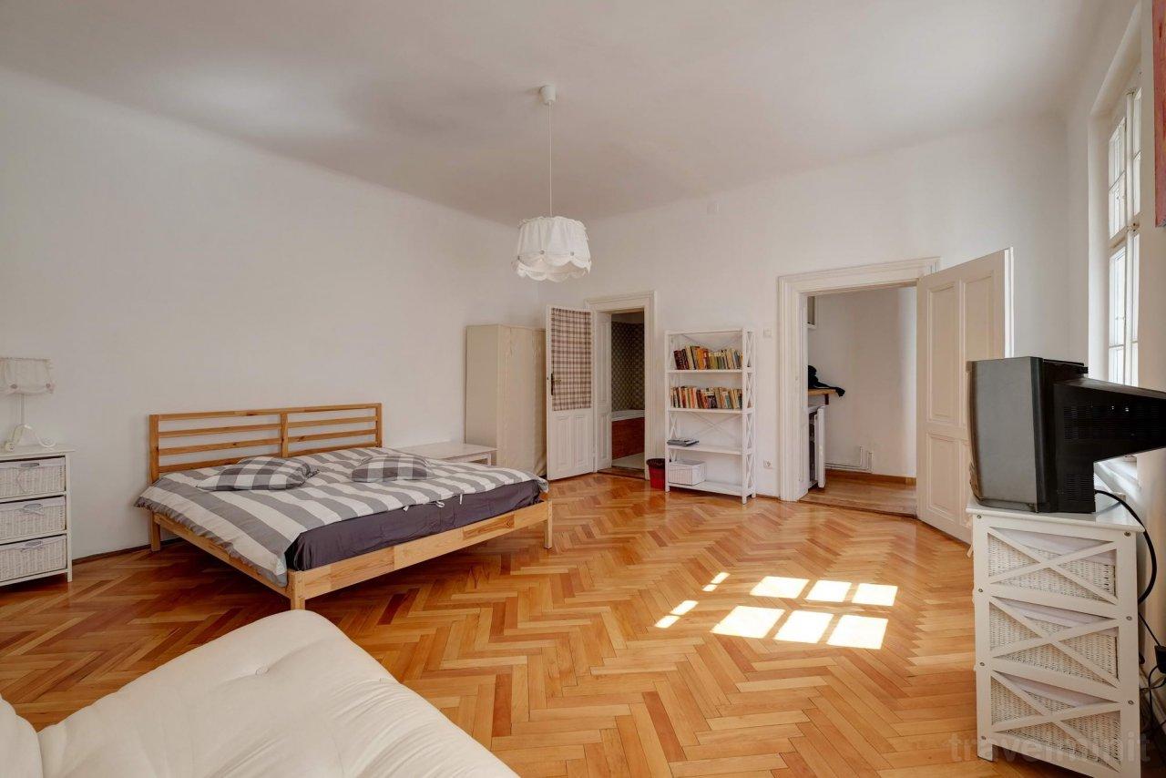 https://travelminit.com/thumbs/accm-138058/sofa-central-studio-apartment-sibiu-1280x854.jpg