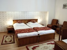 Hotel Mezőszombattelke (Sâmboleni), Hotel Transilvania