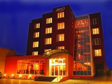 Hotel Felsöpeterd (Petreștii de Sus), Hotel Pami