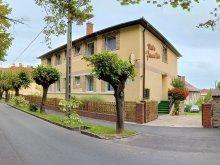 Villa Balatonfenyves, Familia Vila