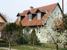 Casă de oaspeți Cegléd, Casa Gyula-Tanya