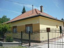 Villa Kiskutas, Nyaraló a Balatonnál  strandközelben 5-6-7 főre (FO-120)