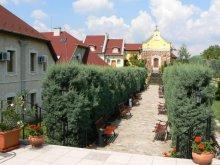 Hotel Monok, Hotel Szent István