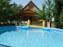 Casă de vacanță Poroszló, Casa de vacanță Éva