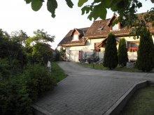Cazare Szilvásvárad, Apartament Fenyves