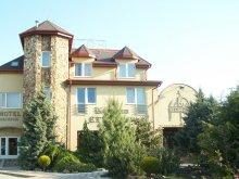 Hotel Abádszalók, Hotel Korona
