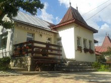 Nyaraló Izvoru (Tisău), Căsuța de la Munte Kulcsosház