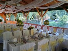 Pensiune Kisbér, Pensiunea şi Restaurantul Park