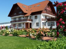 Hotel Zabrató (Zăbrătău), Garden Club Hotel