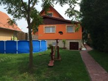 Casă de vacanță Dunapataj, Casa de oaspeți Komp