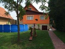 Casă de vacanță Tiszaalpár, Casa de oaspeți Komp
