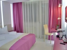 Hotel Ungureni (Corbii Mari), Hotel Christina