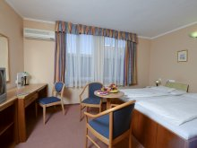 Hotel Abádszalók, Hotel Unicornis