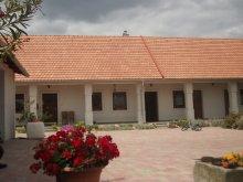 Casă de oaspeți județul Veszprém, Casa de oaspeți Széna Szálló