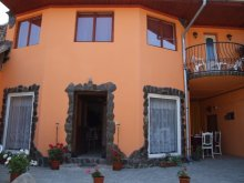 Casă de oaspeți Sălătrucu, Pensiunea Casa Petra