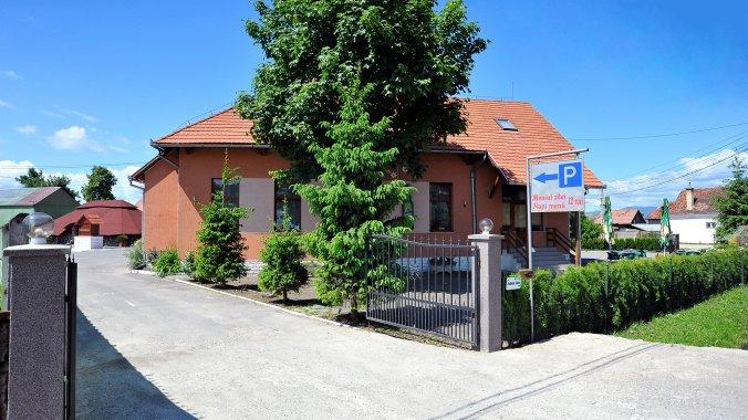Pensiunea & Restaurant Castel Lăzarea