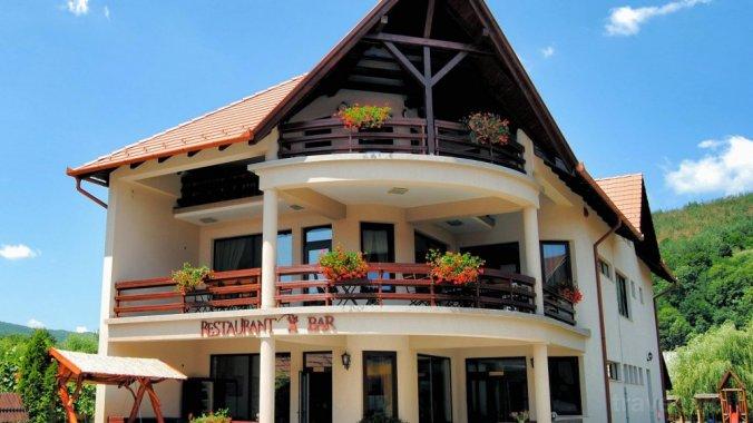 Csatári Guesthouse & Restaurant Praid