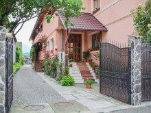 Pensiune Mucești-Dănulești, Pensiunea și Restaurantul Renata