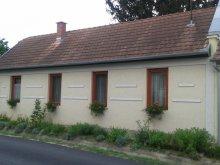 Nyaraló Felsőörs, SZO-01: Rusztikus stílusban berendezett falusi ház 4-5 fő részére