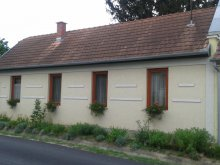 Nyaraló Szántód, SZO-01: Rusztikus stílusban berendezett falusi ház 4-5 fő részére