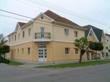 Hotel Giula (Gyula), Hotel Nóra