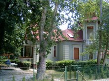Nyaraló Magyarhertelend, Szemesi Villa