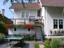Bed & breakfast Sândominic, Sóvirág Guesthouse