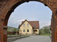 Cazare Mănăstirea Cașin, Pensiunea Réba