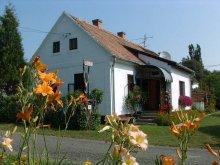 Accommodation Csesztreg, Cserépmadár Guesthouse
