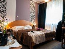 Hotel Neagra, Hotel Rusca