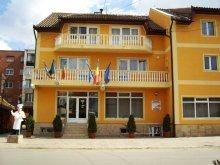 Hotel Ciumeghiu, Hotel Queen