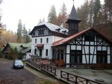 Hotel Păuleasca (Mălureni), Hotel Stavilar